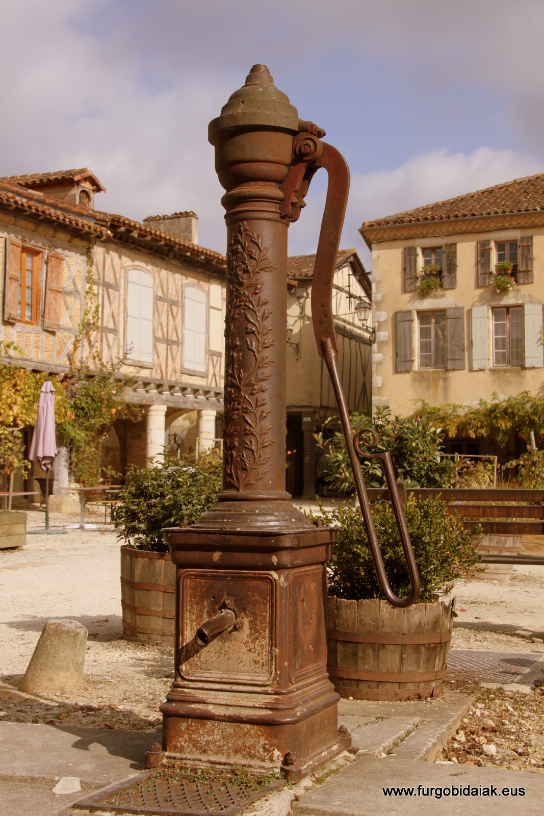 Antigua bomba de agua, Armagnac