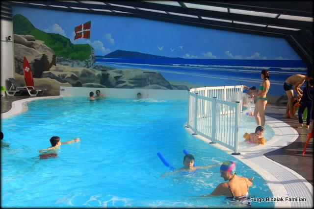 piscina cubierta Flower camping La Ferme Erromardie