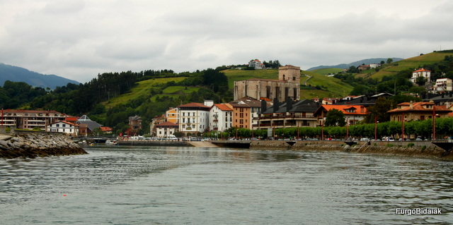 Vistas de Zumaia desde la embarcación.