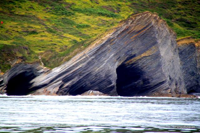 Cuevas naturales en las formaciones de los flysch.