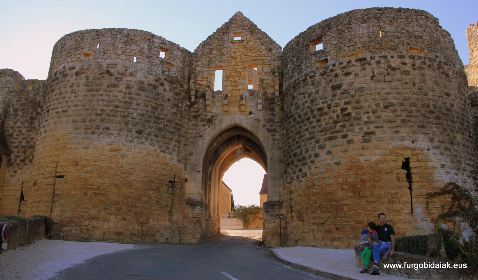 Porte des Tours Domme Dordogne