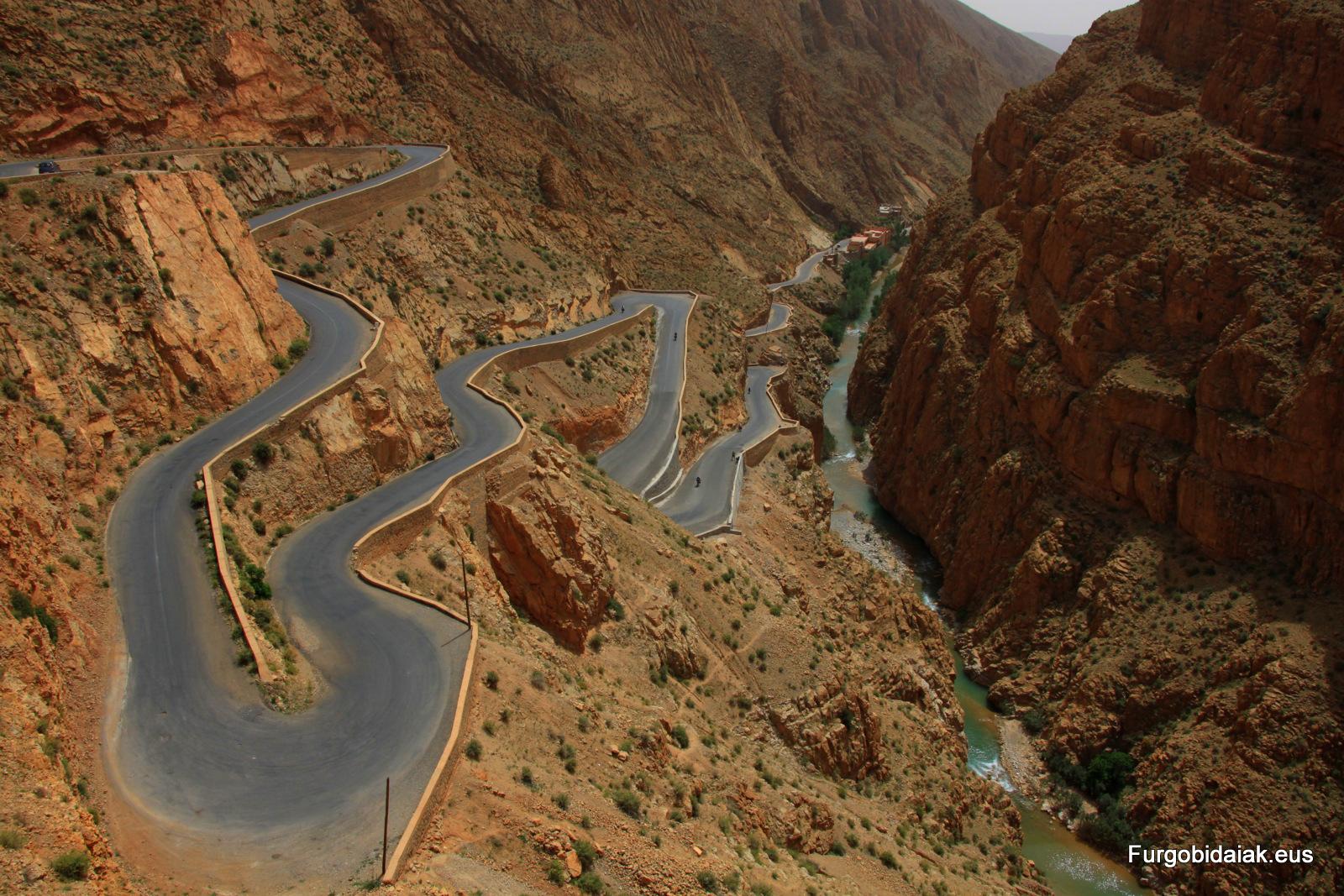 Carretera Tizi n'Tichka Marruecos en furgoneta camper