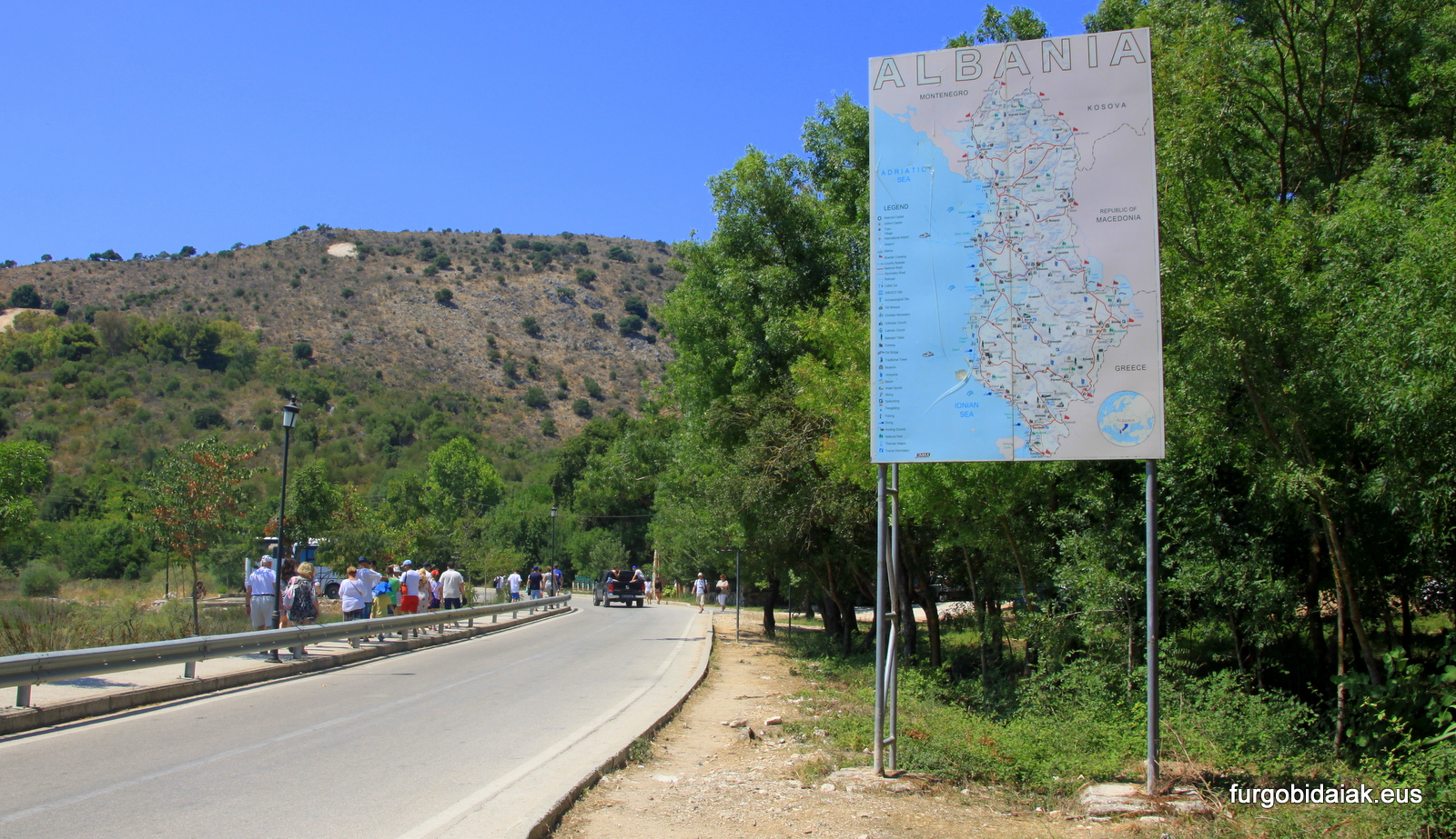 Cartel de información, nuestros tips de viaje por Albania