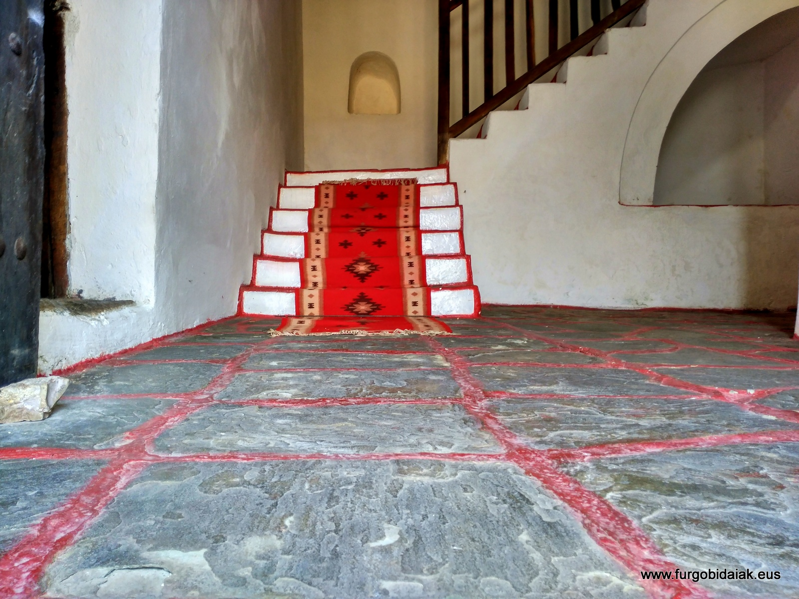 Entrada y escaleras, casa Zekate, Gjirokaster, Albania