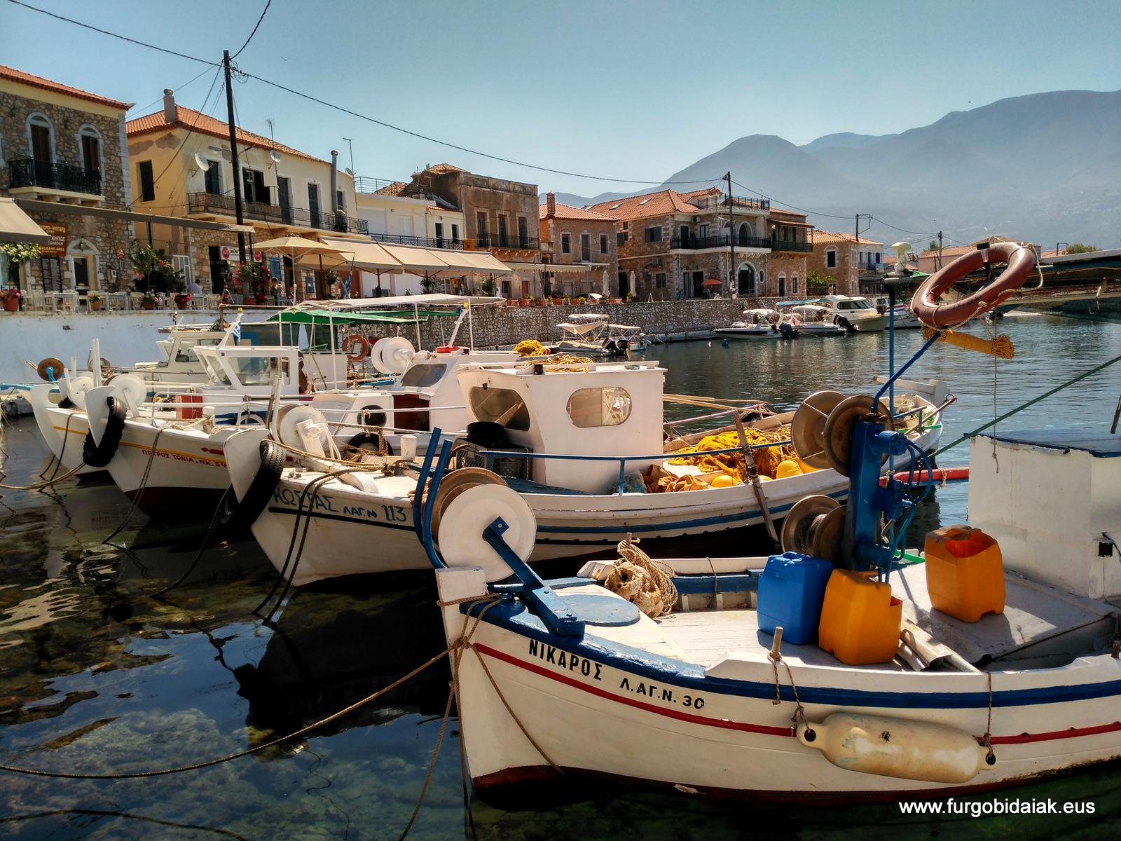 Puerto de Agios Nikolaos, Peloponeso, Grecia