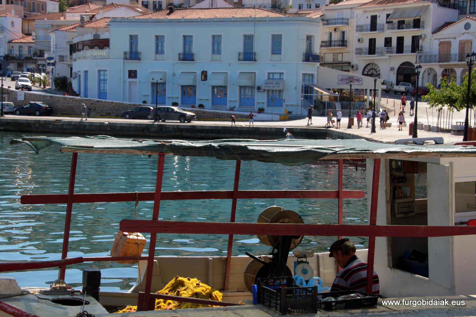 Puerto de Pilos, Peloponeso, Grecia