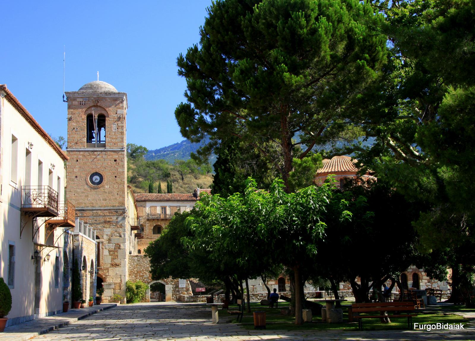 Parque del monasterio Hosios Loukas