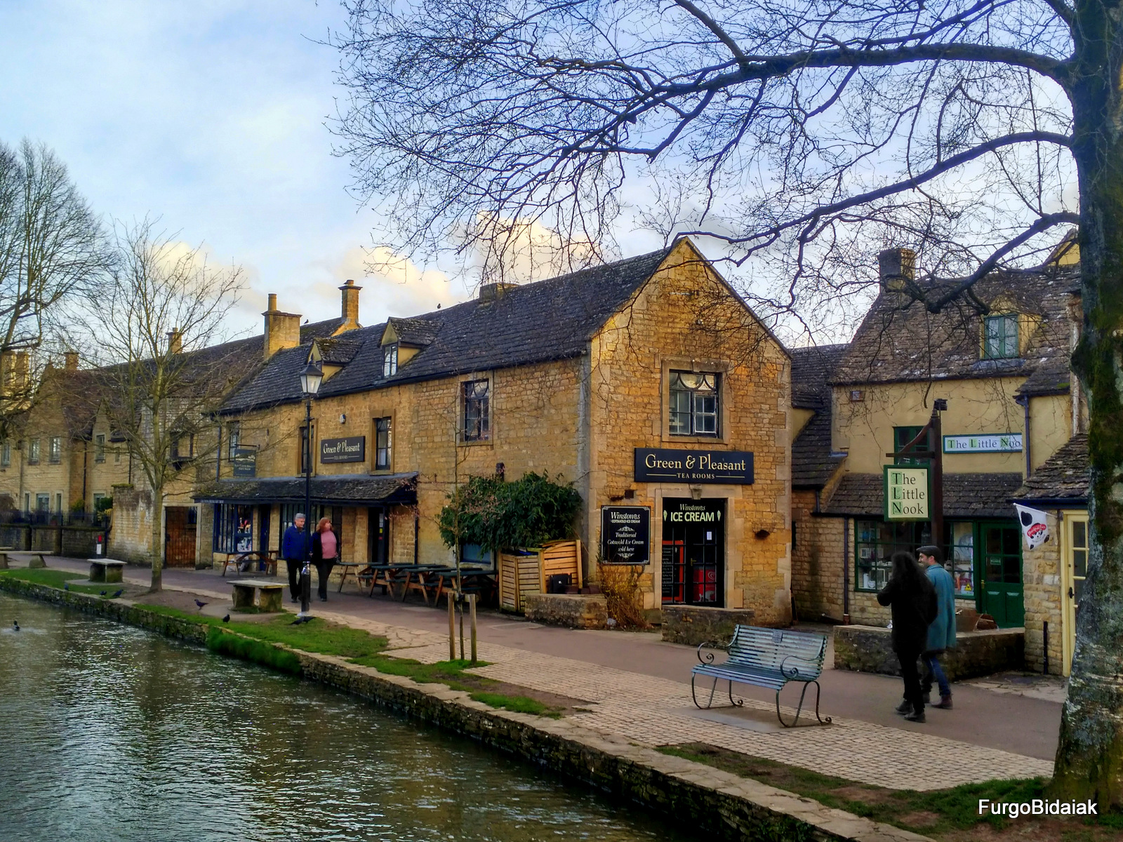 Bourton on the watter, Costwolds, Inglaterra en furgo, Furgobidaiak