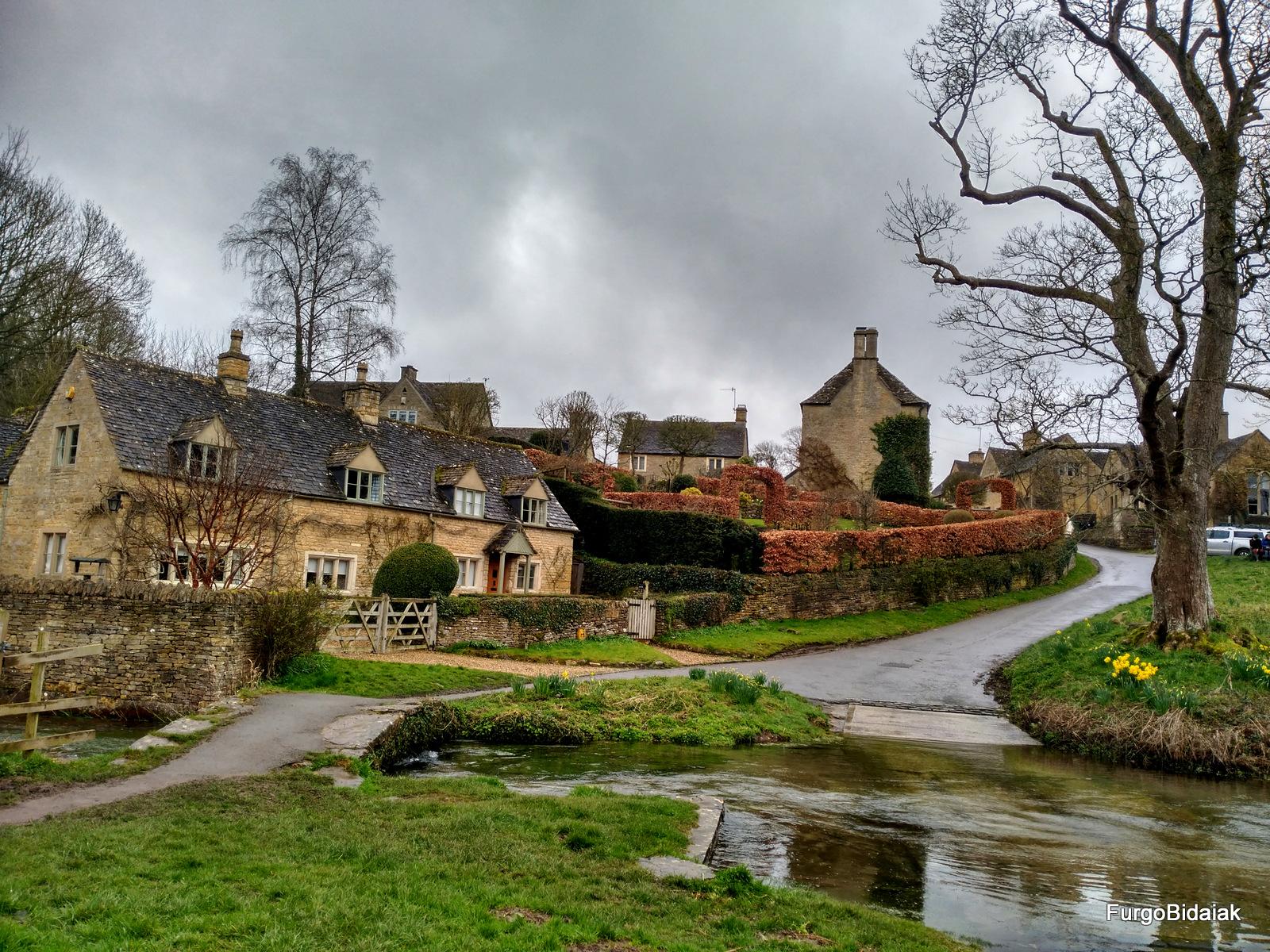 Upper and Lower, Costwolds, Inglaterra en furgo, Furgobidaiak