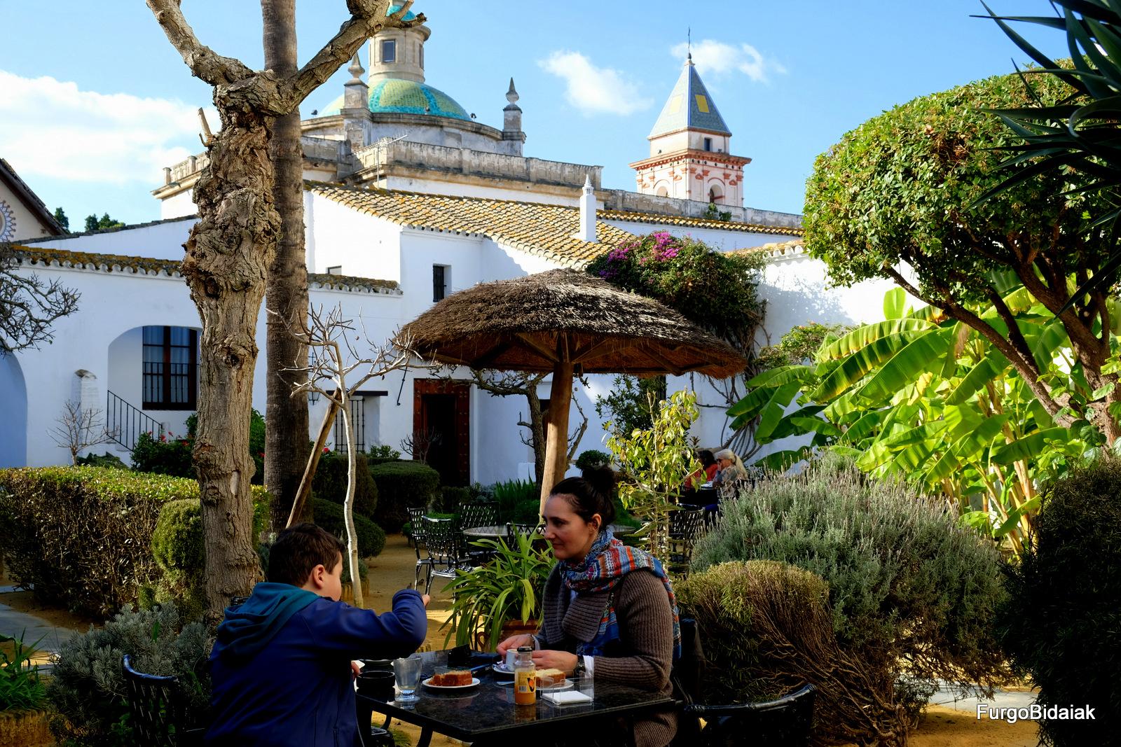Tapeando por Cádiz, cafetería Palacio Medina Sidonia