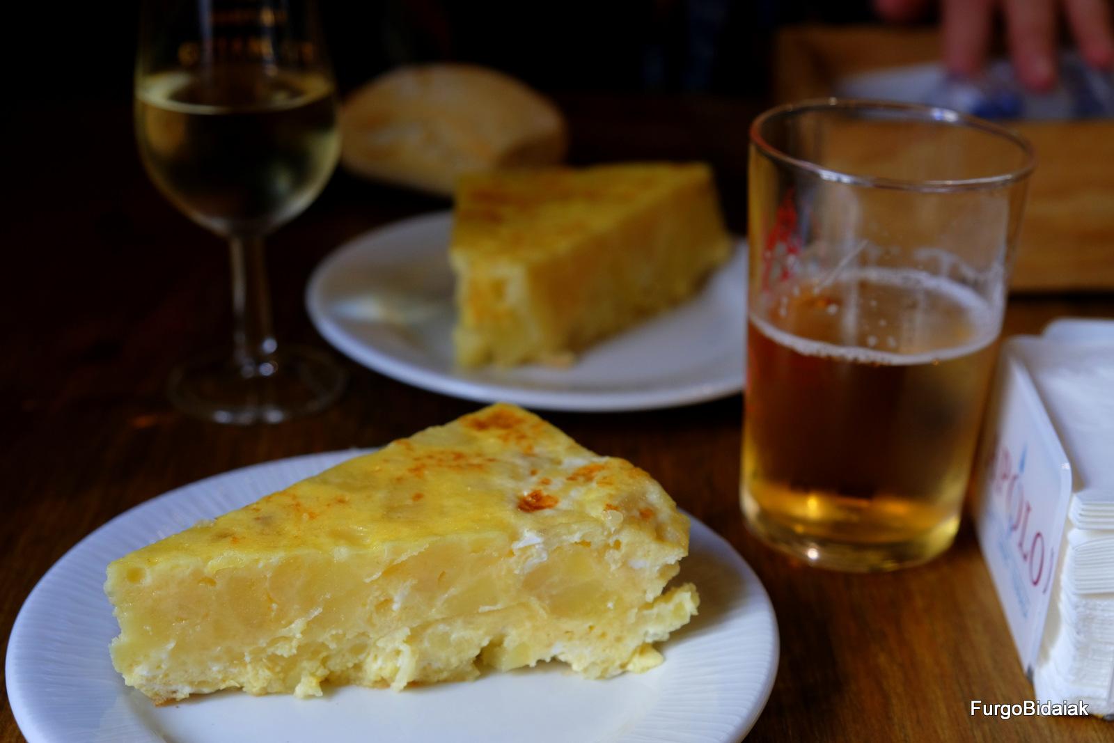 Tapeando por Cádiz, tortilla de patata en el bar Apolo, El Puerto de Santa María