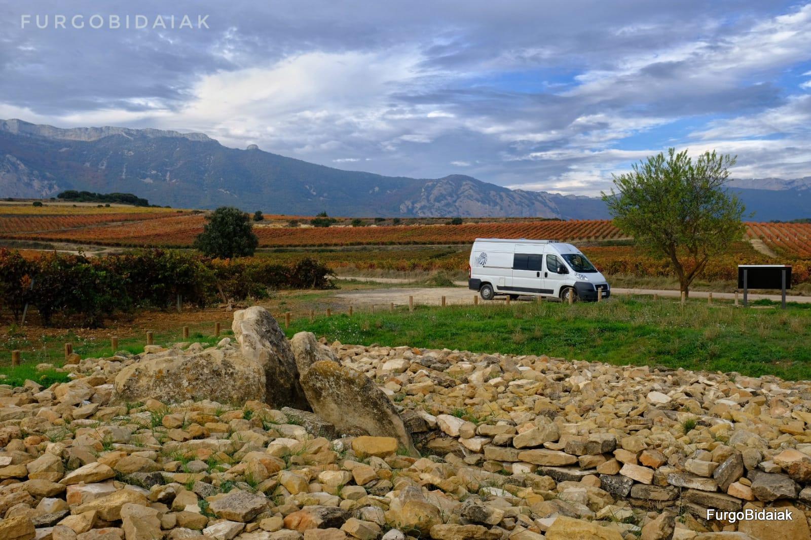 Dolmen El Encinal,Ruta de los dólmenes, Rioja Alavesa, Araba