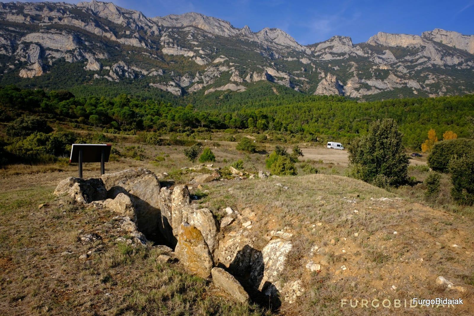 Dolmen de Layaza,Ruta de los dólmenes, Rioja Alavesa, Araba